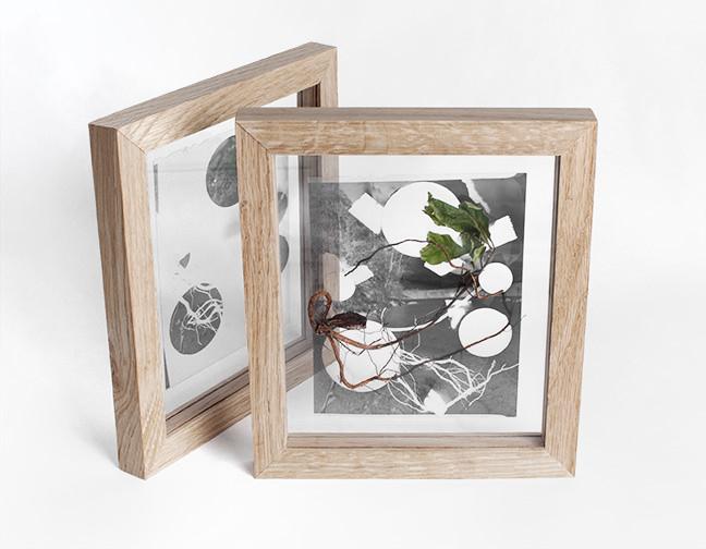 zwei durchsichtige Bilder in Holzrahmen