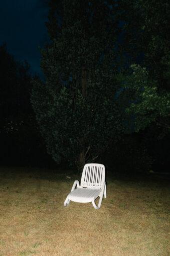 Gartenstuhl auf einer Wiese