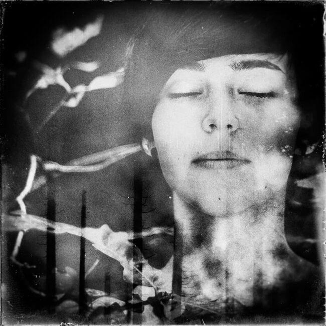 Frauenportrait mit Doppelbelichtung