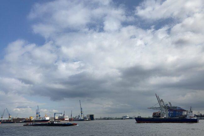 Blick auf einen Hafen