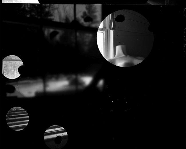 Schwarzweißfoto mit Kreisen