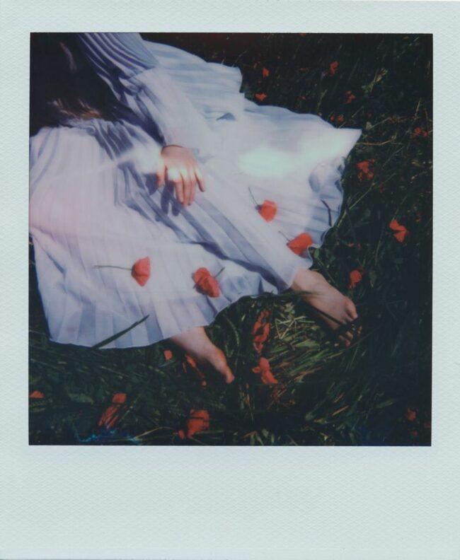 Kleid bedeckt mit Mohnblumen