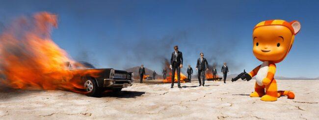 Spielzeugfigur in Szene mit Anzugträgern und brennenden Autos in der Wüste