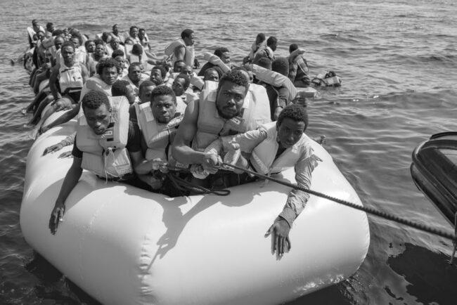 Menschen auf einem Schlauchboot