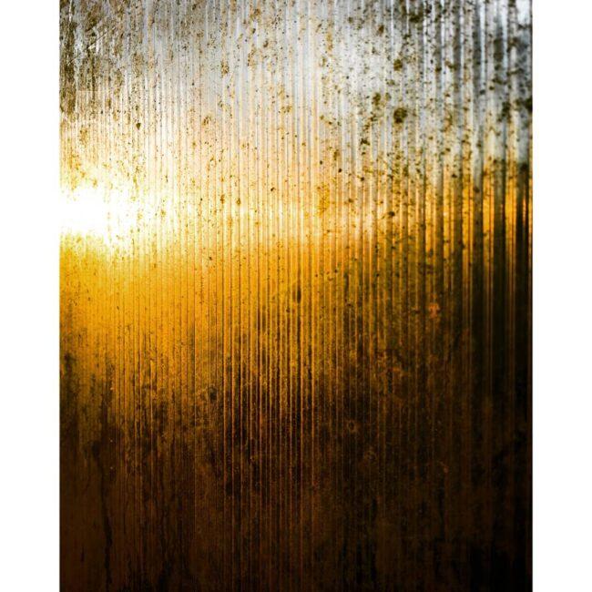 Sonne scheint gegen schmutziges Glas