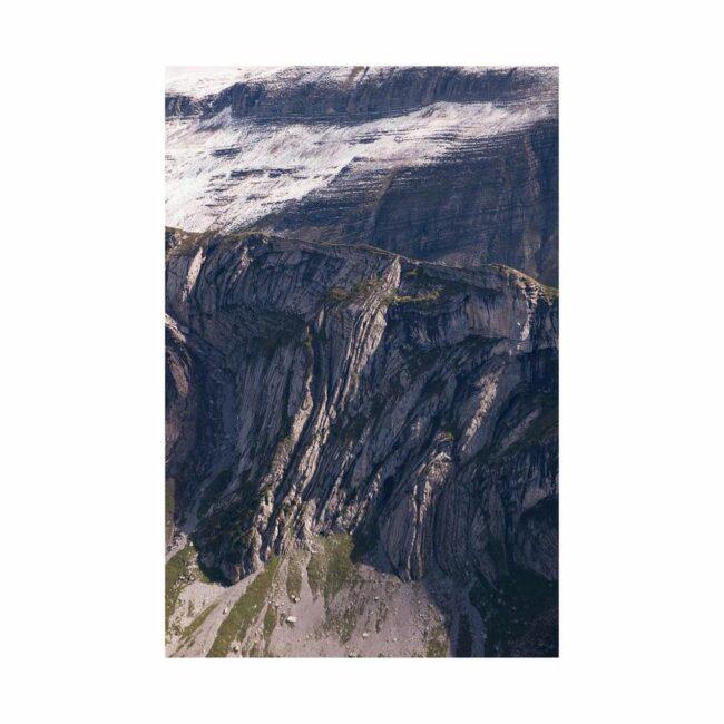 Bergmassiv mit Wolken