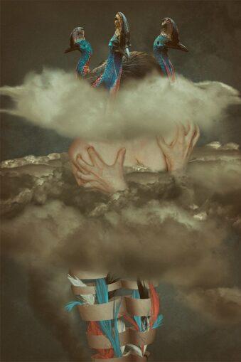 digitale Collage: Körper mit Vögeln in Wolken