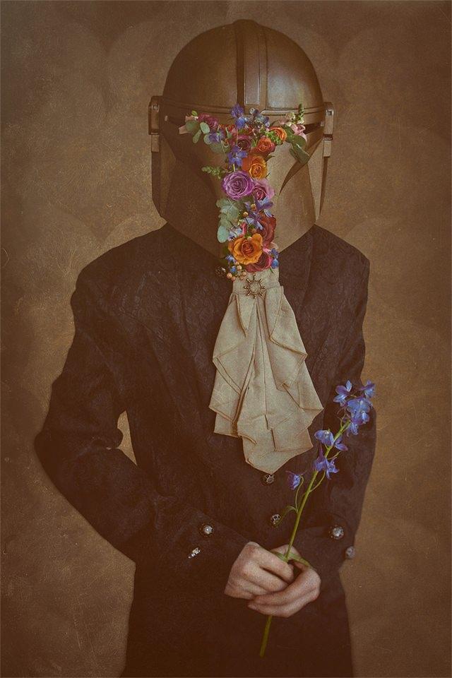 digitale Collage: Person mit bunten Blumen im Helmvisier