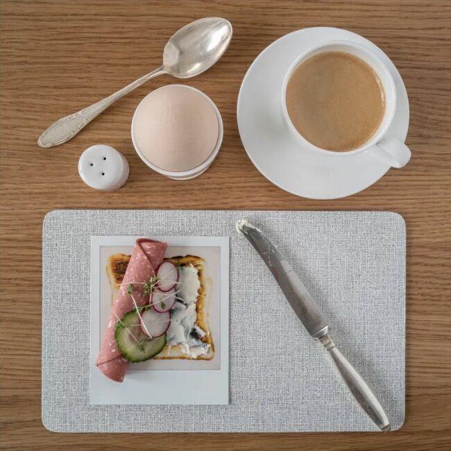 Frühstücksgedeck mit Polaroid