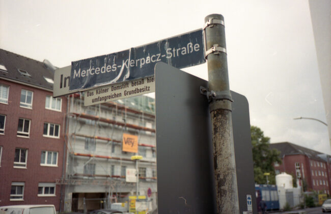 umbenanntes Straßenschild