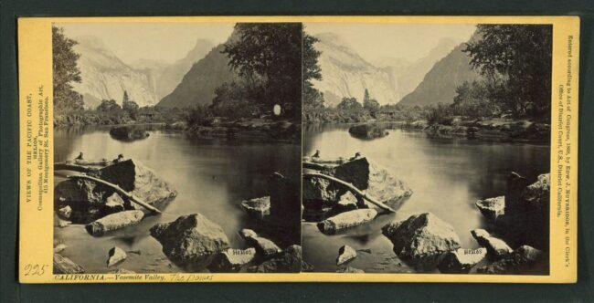Stereoaufnahme Gewässer vor Gebirge
