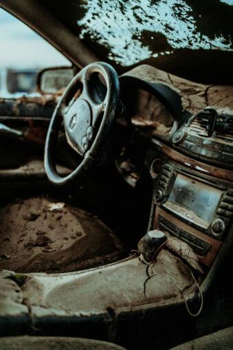 Schmutziges Auto von innen